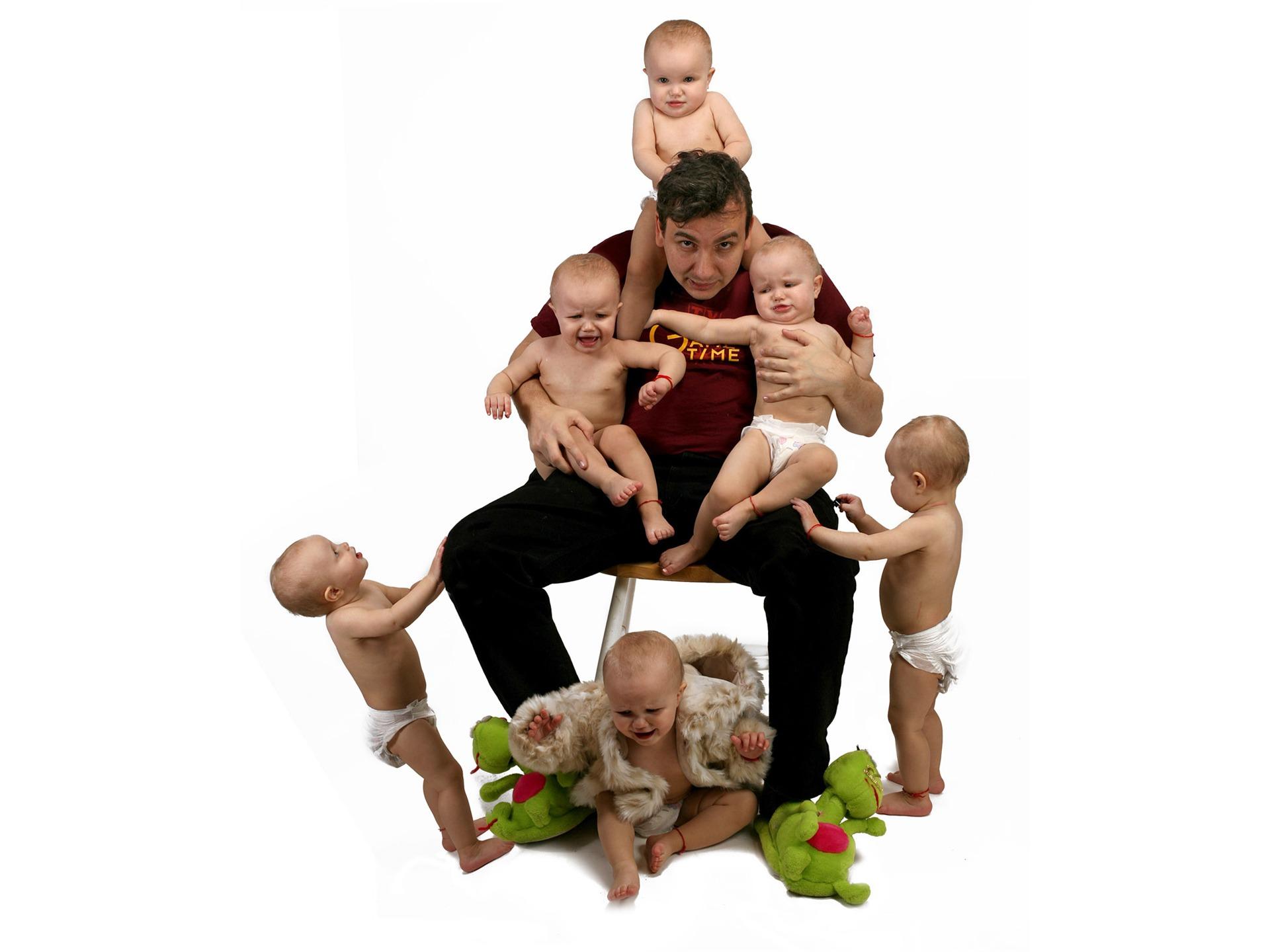 Фото папа и куча детей